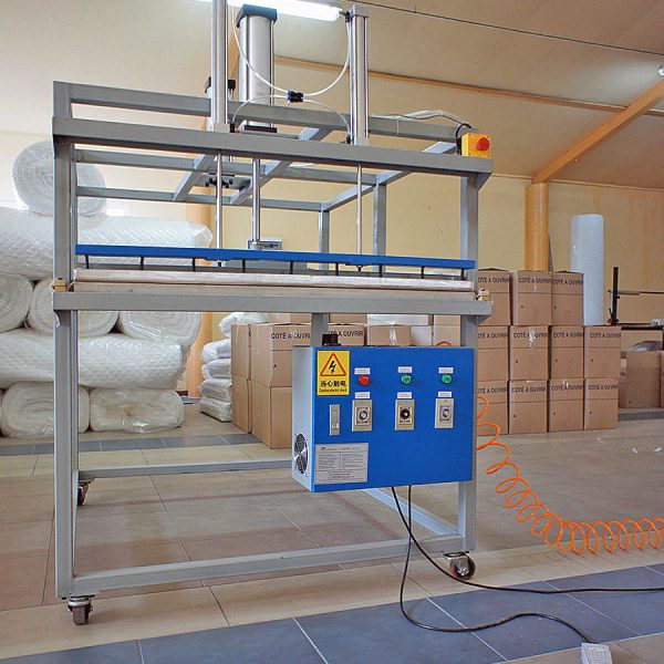 1. Machine for vacuum packing of pillows, quilts, and other products